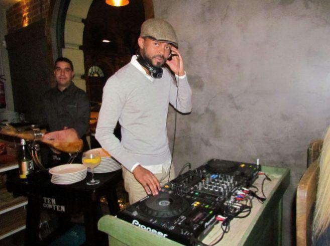El DJ Paulo Wilson durante una de sus actuaciones en el conocido...