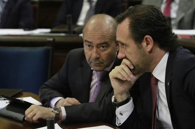 Antonio Gómez y el president José Ramón Bauzá durante la sesión...