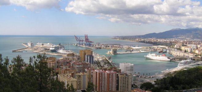 Vista del puerto de Málaga con los cruceros que atracaron ayer en el...