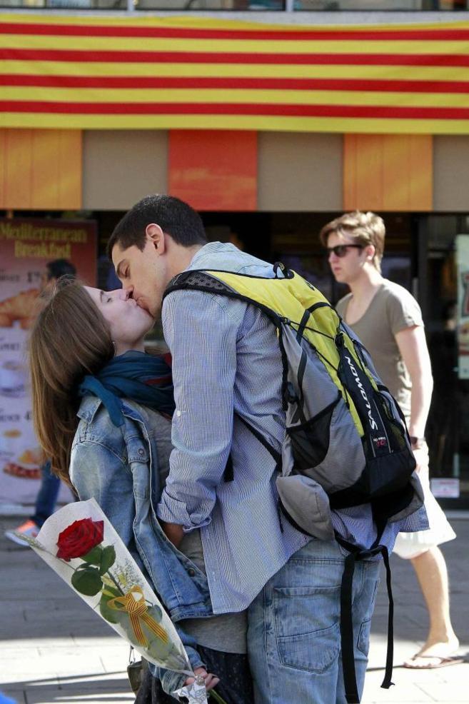 Rosas y libros en un día romántico