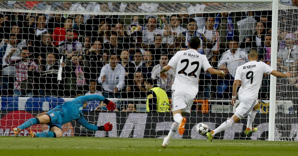 Benzema marcó el gol tras el pase de la muerte de Coentrao.
