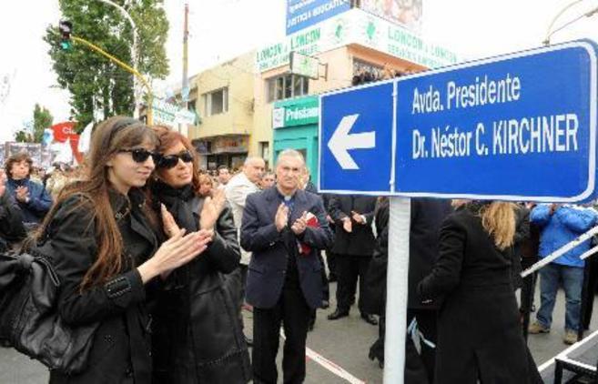 Inauguración de una avenida en honor del ex presidente argentino...
