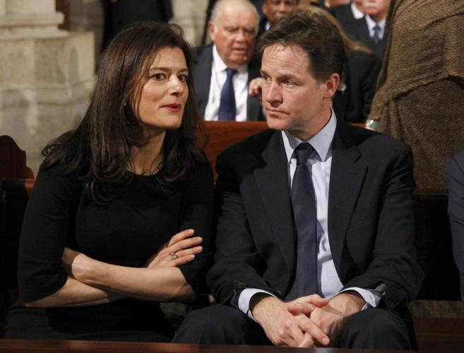Miriam González y su marido, Nick Clegg, durante el funeral de Adolfo...