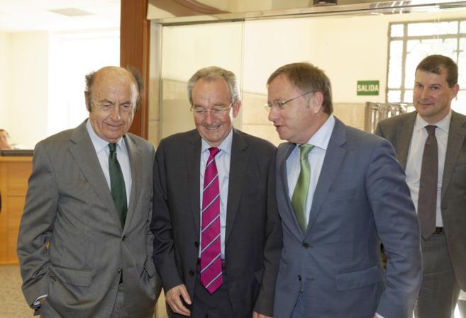 Los empresarios de Castellón con el conseller, este jueves en la sede...