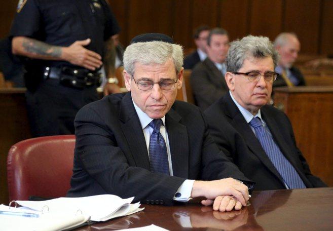 William E. Rapfogel (izqda.) ante la Corte de Manhattan, el...