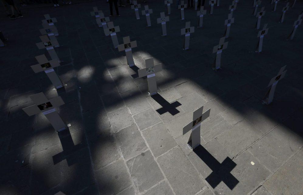 Cruces colocadas por activistas de Igualdad Animal representan un...