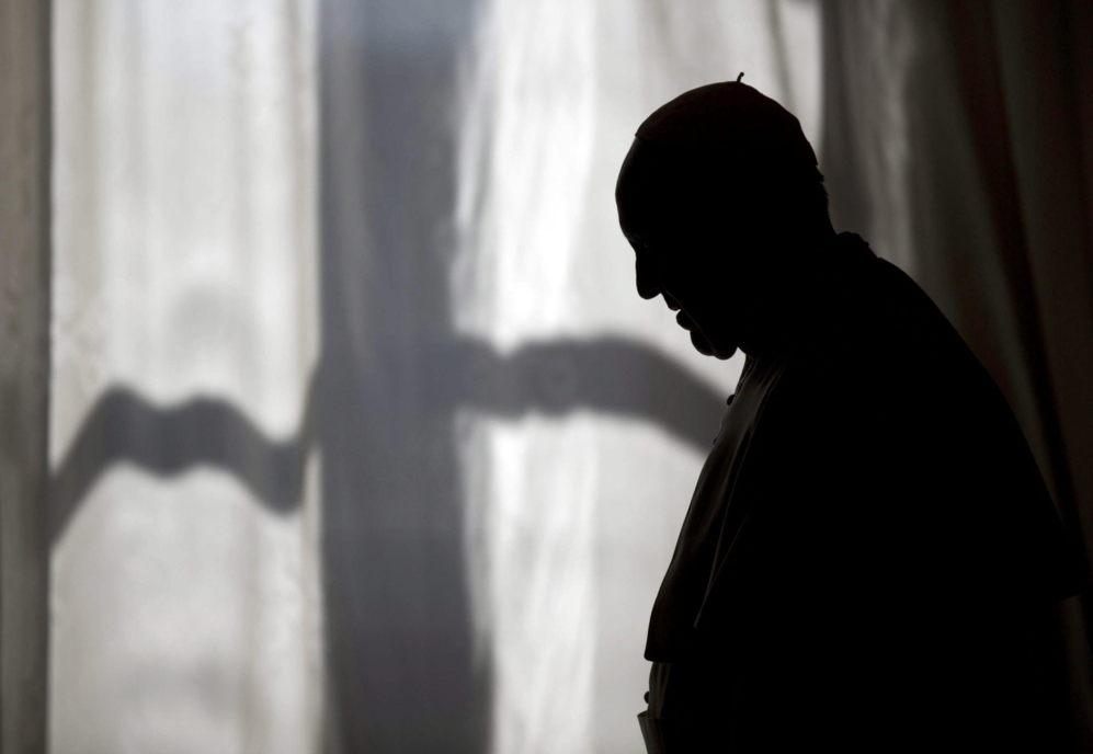 El papa Francisco abandona la audiencia privada con el primer ministro...