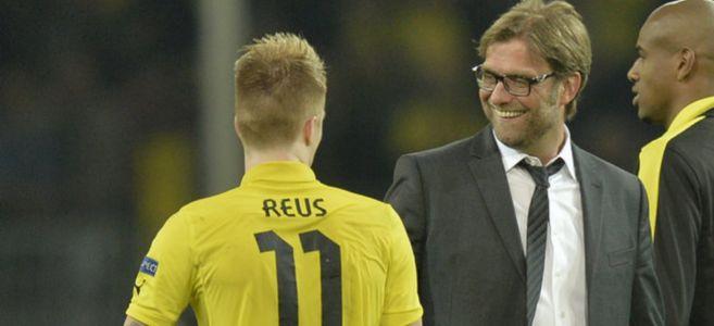 Klopp y Reus se felicitan al finalizar un partido de la pasada...