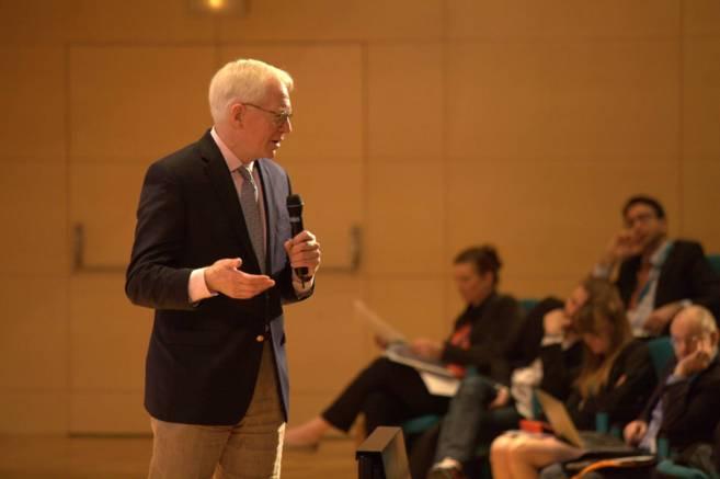 Carl Shramm durante su conferencia.