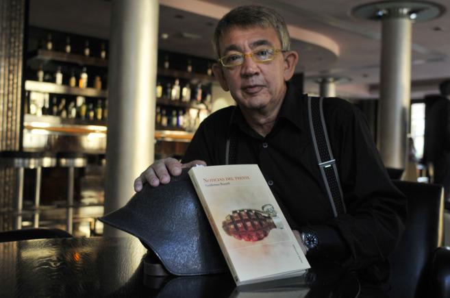 Guillermo Busitil, con su libro. NACHO ALCALÁ