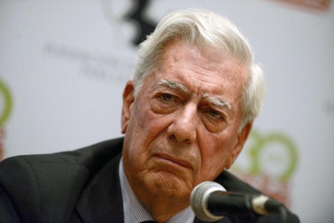 El Premio Nobel, Mario Vargas Llosa, ayer durante una conferencia en...