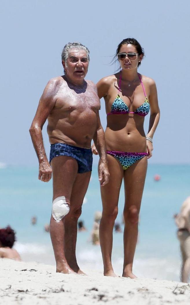 Roberto Cavalli, con su novia 50 años menor, Lina Nilson, este...