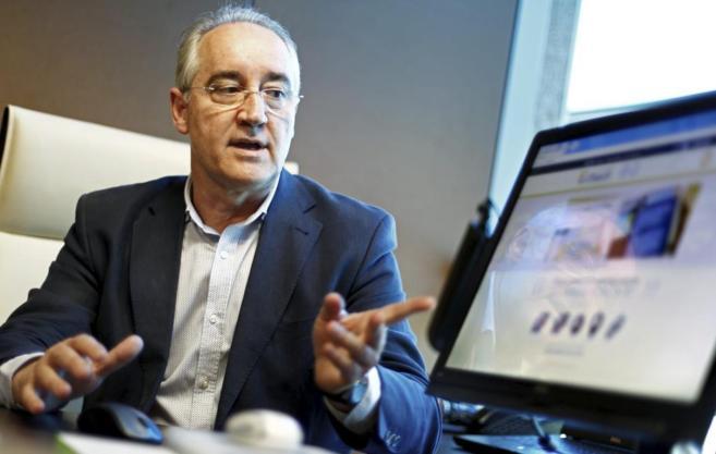 El director de innovación de Bienetec, Esteban Anguita, utiliza su...