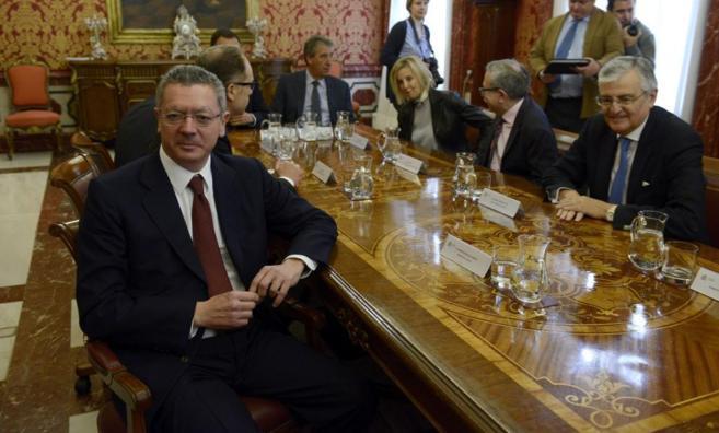 Alberto Ruiz-Gallardón, con el fiscal general, Torres-Dulce, y otros...