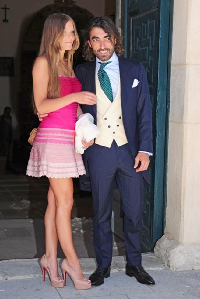 Javier Hidalgo con Sol González, en una boda el pasado verano al poco...