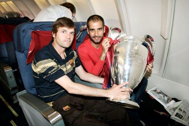 Tito Vilanova y Pep Guardiola, en el avión de regreso de Roma tras...