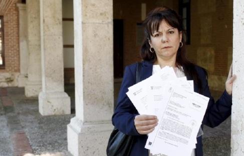Estrella Moreno, trabajadora de la Universidad de Alcalá, con la...