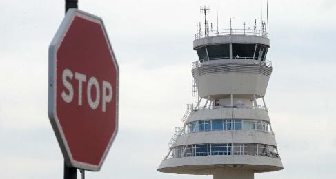 Torre de control del aeropuerto de Foronda.