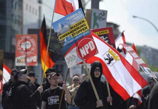 Manifestantes del ultraderechista NPD