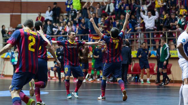 Dyego, celebra el gol que marcó en la final.