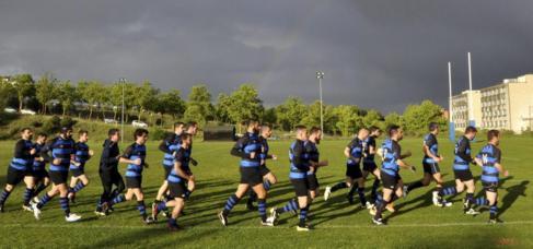 Los jugadores del equipo gay de rugby, Los Titantes, durante un...