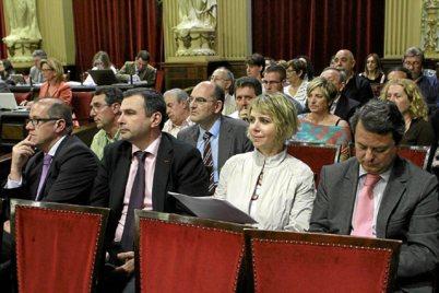 El director de IB3, J.M.Ruiz, los de televisión (M.Adrián) y radio...
