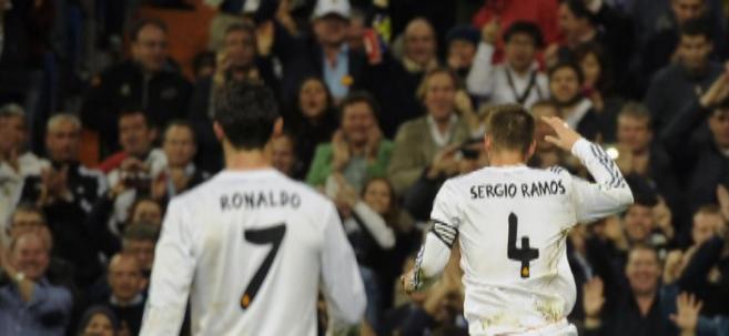 Cristiano Ronaldo y Ramos, después del gol del defensa.