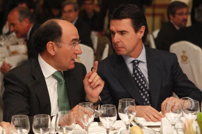 El titular de Industria, José Manuel Soria, (dcha), con el presidente...