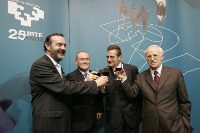 Gregorio Monreal, a la derecha, en una imagen de archivo con otros...
