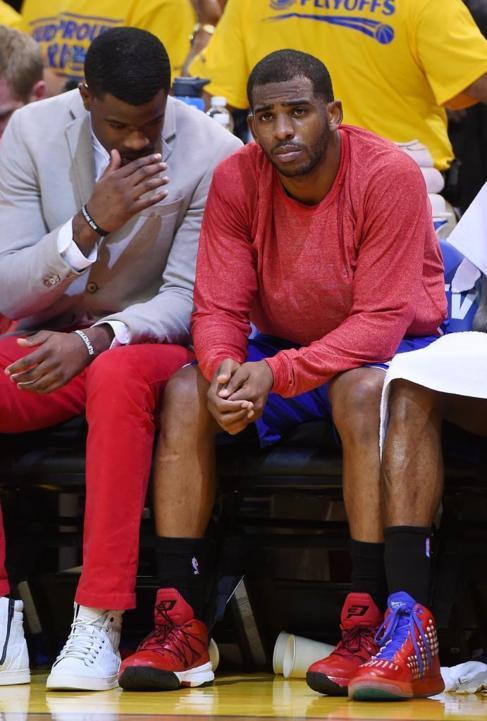 Chris Paul, en el banquillo de los Clippers ante los Warriors.