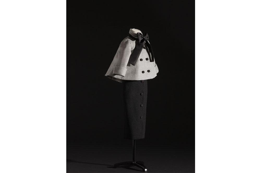 Aventure Lana negro con botones en la falda, chaqueta de pata de gallo...