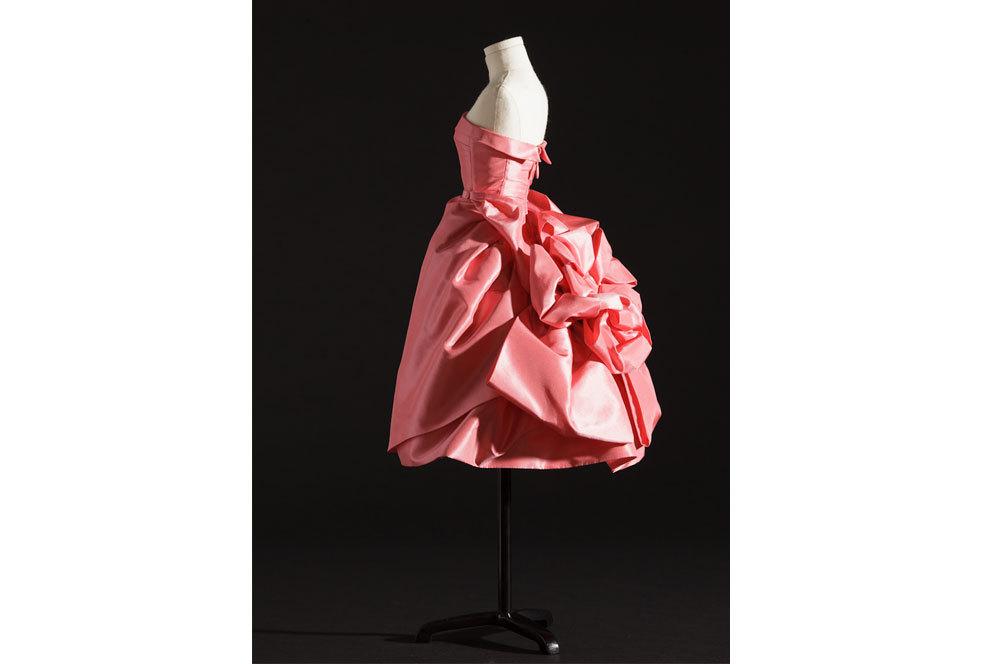 Opéra- Bouffe. Vestido de noche corto de tafetán de seda rosa...