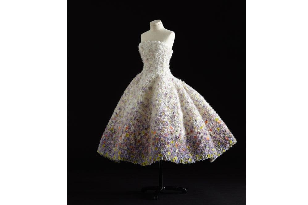 Vestido de noche en organza blanca bordada. Haute Couture Otoño...