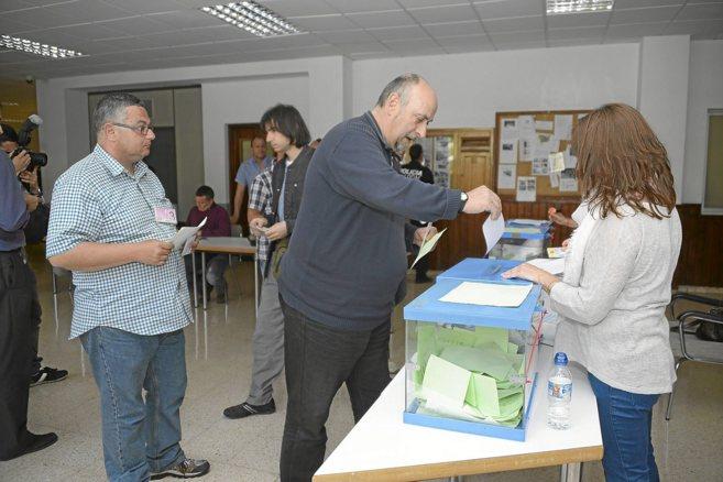 Votación de taxistas en el cuartel de Sant Ferran de Palma.