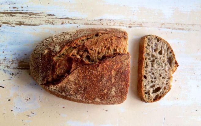 Una hogaza de pan integral