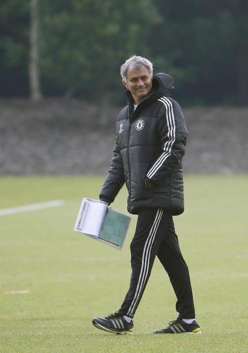 Mourinho, en el último entrenamiento del Chelsea.