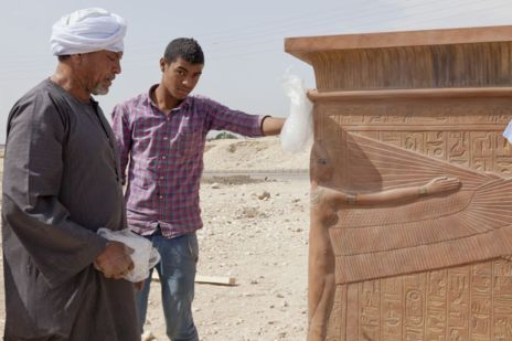 Réplica del sarcófago de la tumba de Tutankamón en Luxor