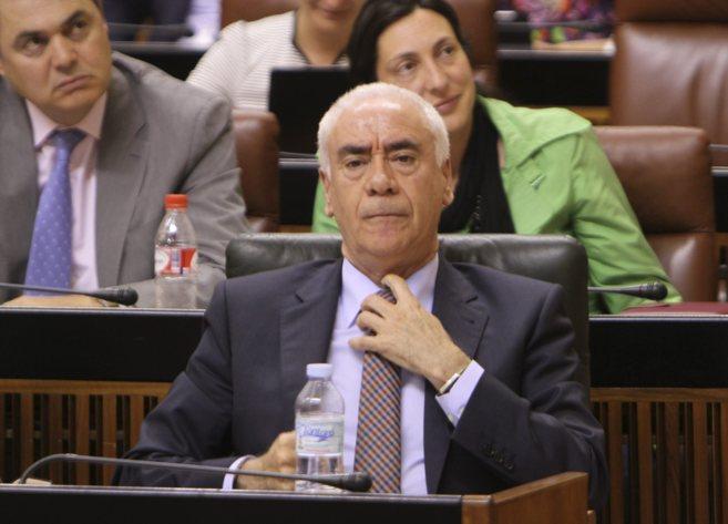 El consejero de Educación, Luciano Alonso, en el Parlamento.