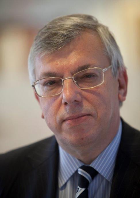 Ardanza, nombrado consejero director general de la bolsa de Bilbao.