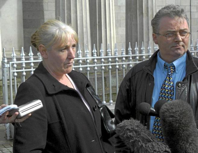Imagen de archivo de Helen McKendry ante los medios de comunicación