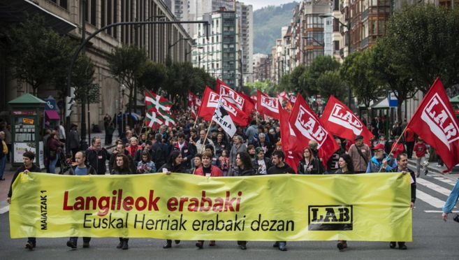 Ainhoa Etxaide a la cabeza de la manifestación en Bilbao.
