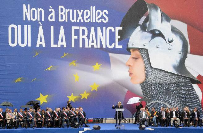 Marine Le Pen, líder del Frente Nacional, durante su intervención y...