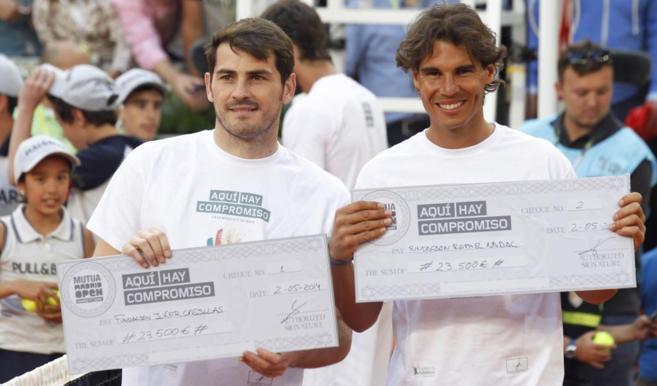 Rafa Nadal junto a Iker Casillas durante el partido benéfico del...