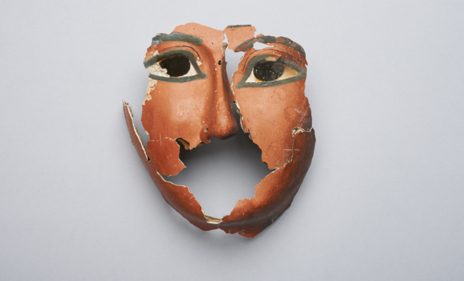 Máscara hallada en la tumba de la familia del faraón Amenhotep III.