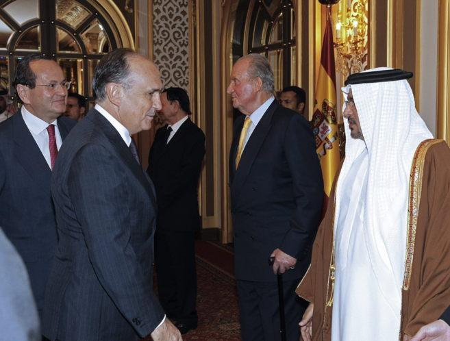 El vicepresidente y consejero delegado de FCC, Juan Bèjar, junto al...