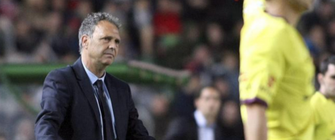Joaquín Caparrós, entrenador del Levante,  en el partido contra el...