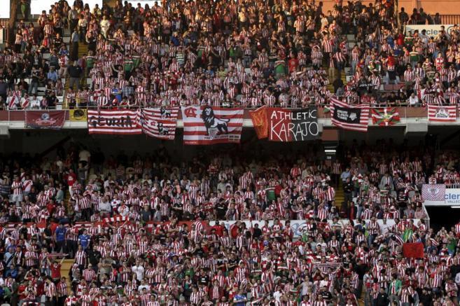 Aficionados del Athletic en Vallecas.