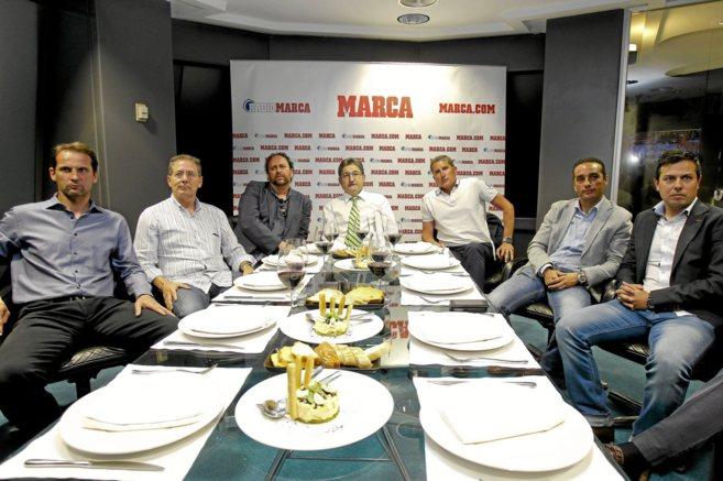Giner, Subirats, Seguí, Garrido, Oltra y Estevez en una cena en la...