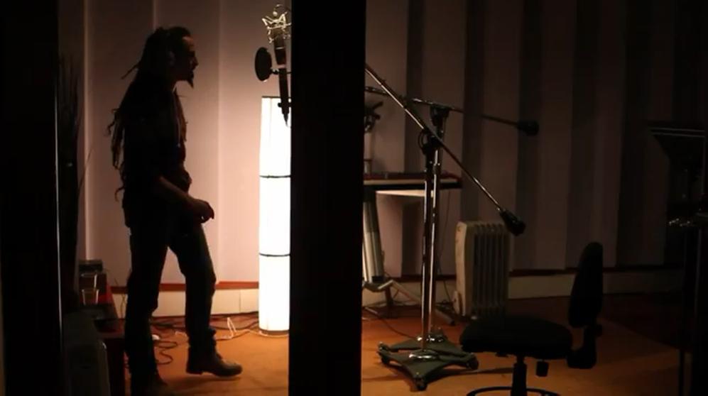 El músico Toni Muntaner durante la grabación del tema demo...