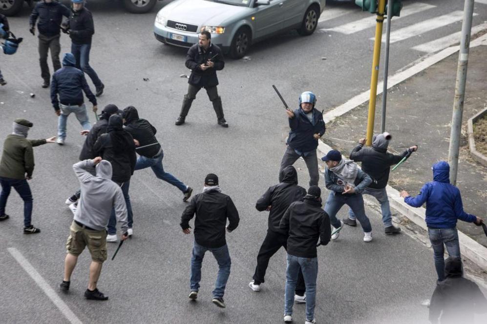 Graves incidentes en Roma - Foto 6 de 2   Fútbol   EL MUNDO